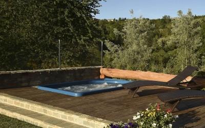 La piscina jacuzzi con solarium