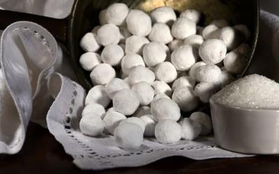 Nocciole ricoperte di Zucchero a Velo